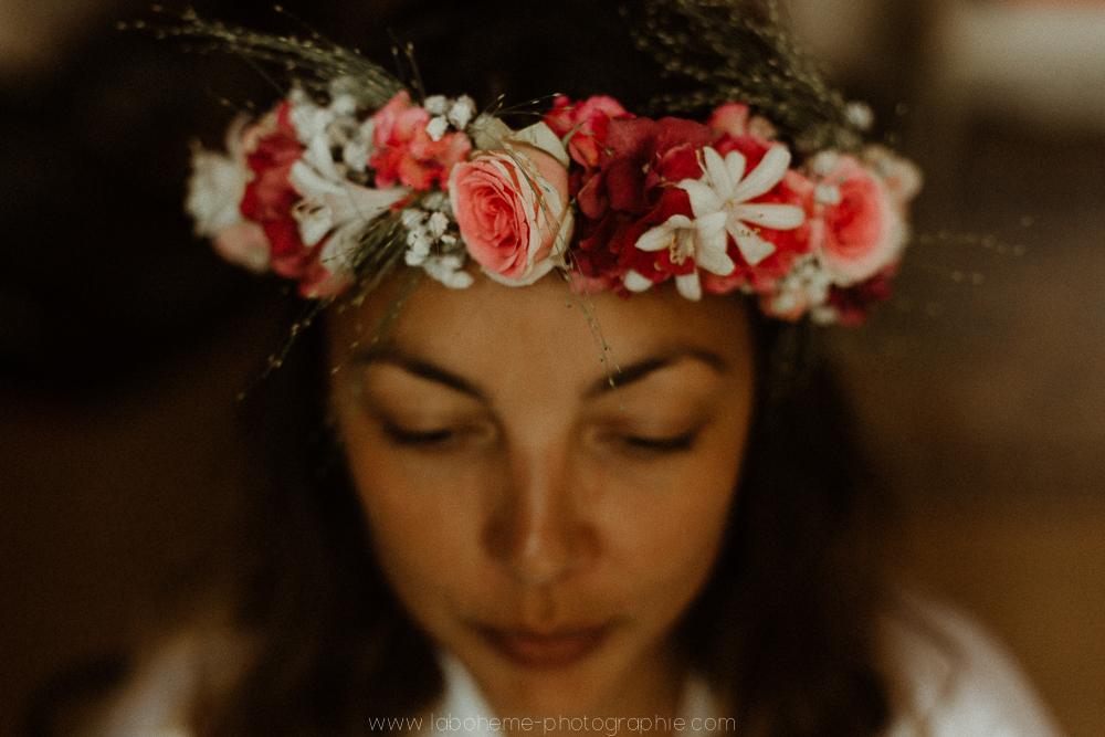un mariage en Provence à la Bastide de Puget - La Bohème Photographieun mariage en Provence à la Bastide de Puget - La Bohème Photographie - couronne de fleurs mariée