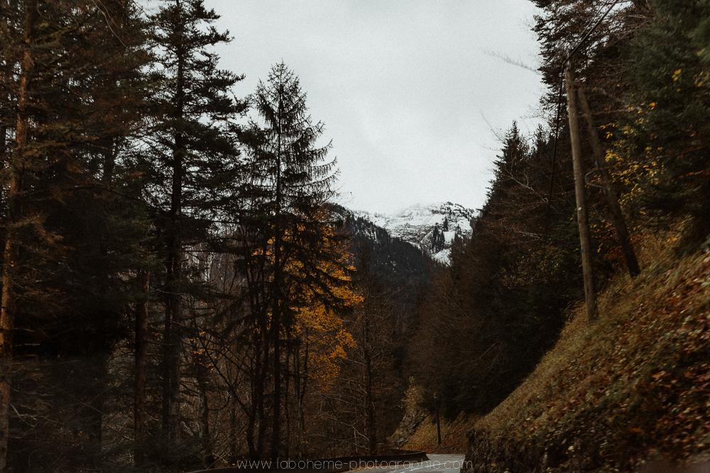 Séance engagement à la montagne - le gîte du passant au reposoir - Haute-Svoie- Annecy- La Bohème Photographieséance engagement à la montagne