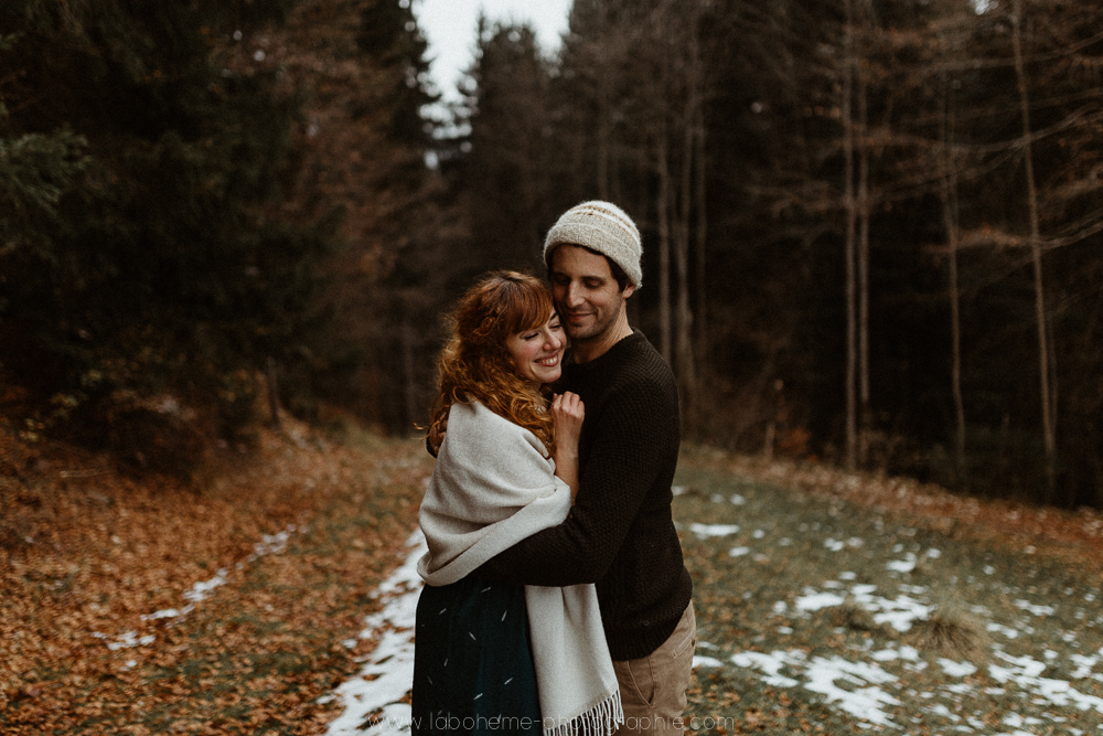 Séance engagement à la montagne - le gîte du passant au reposoir - Haute-Svoie- Annecy- La Bohème Photographieengagement montagne automne haute savoie