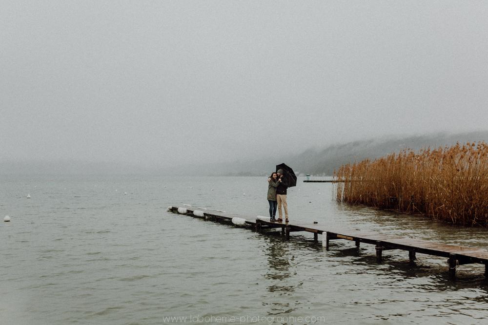 seance engagement lac d'annecy haute savoie