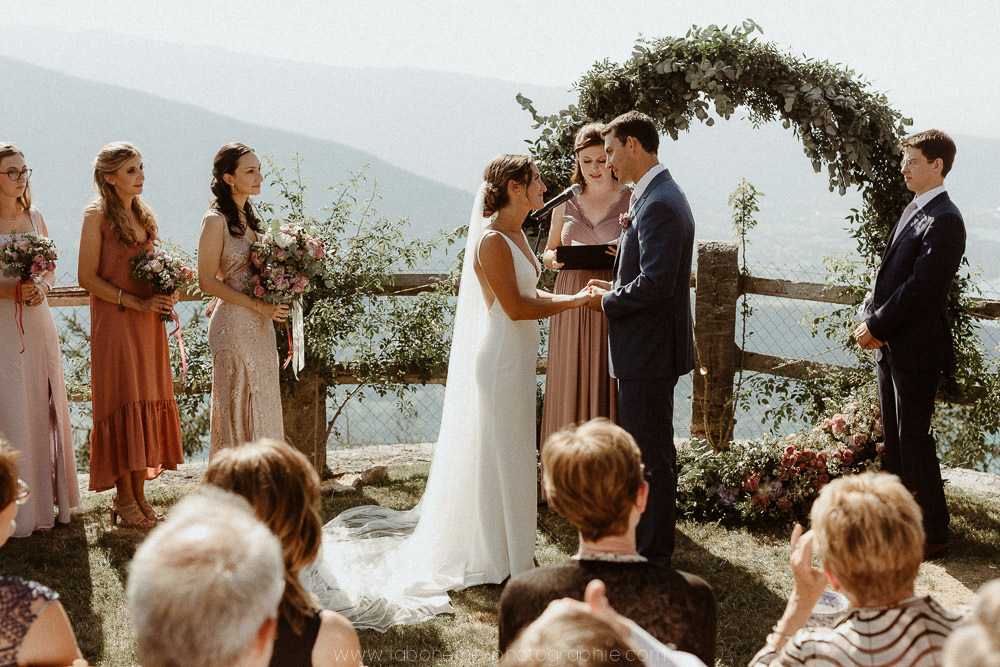 ceremonie de mariage au bord du lac d'annecy