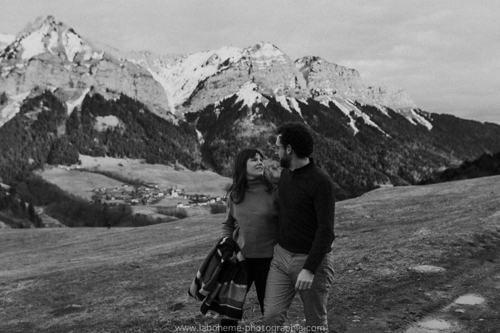 shooting couple avant le mariage montagne